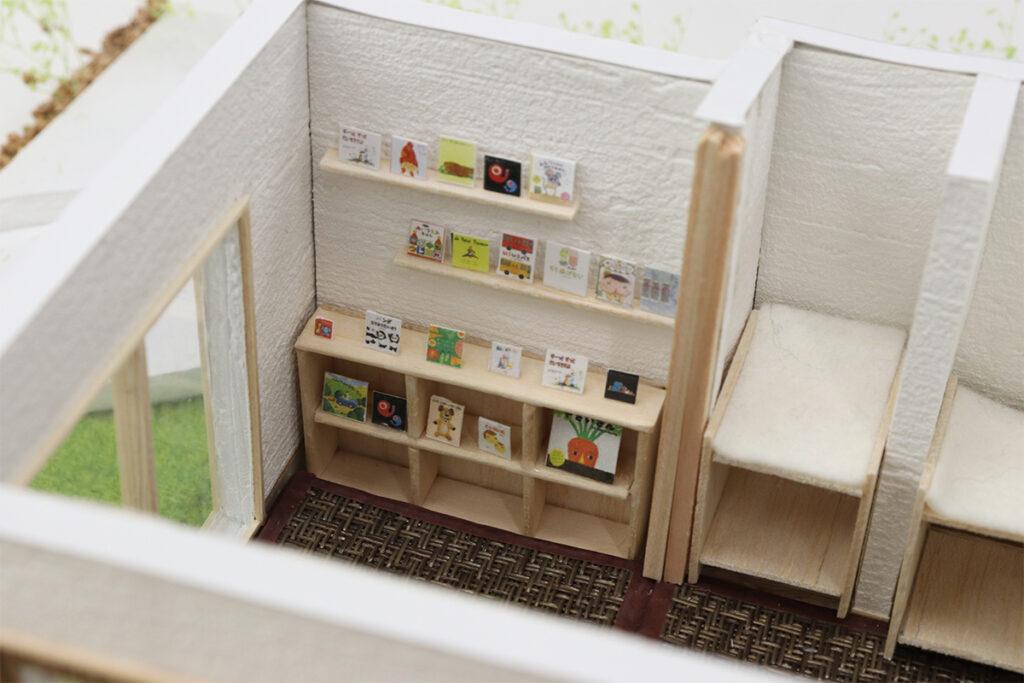 1F0歳児向け和室:1F西側は0歳児専用の部屋です。汚れが目立たない色の畳を使用し、ベビーベッドを設けました。