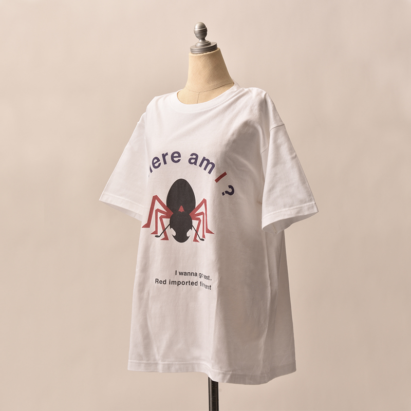 ヒアリのデザインTシャツ。