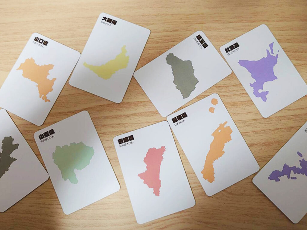 1.台紙カードをランダムに並べる。