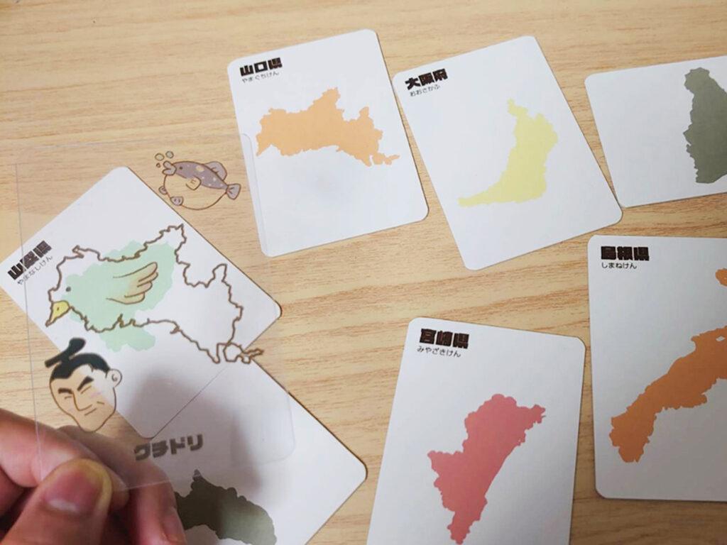 3.モンスターにピタッと重なる台紙カードを探す。