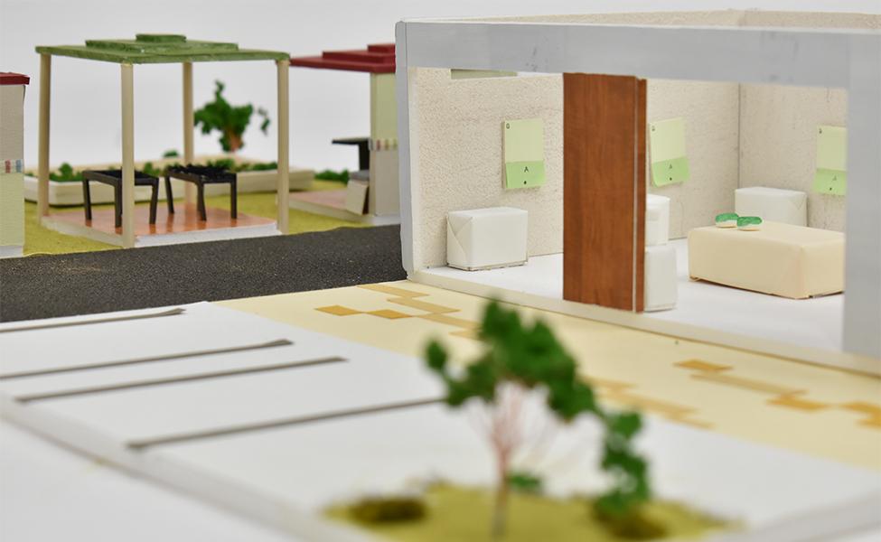 館(やかた)と呼ばれる場所でここに来たお客様から順ににこの施設の中にあるクイズやパズルで遊びながら学んで貰うための場所です。